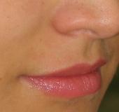Khanom pisst die Lippen von